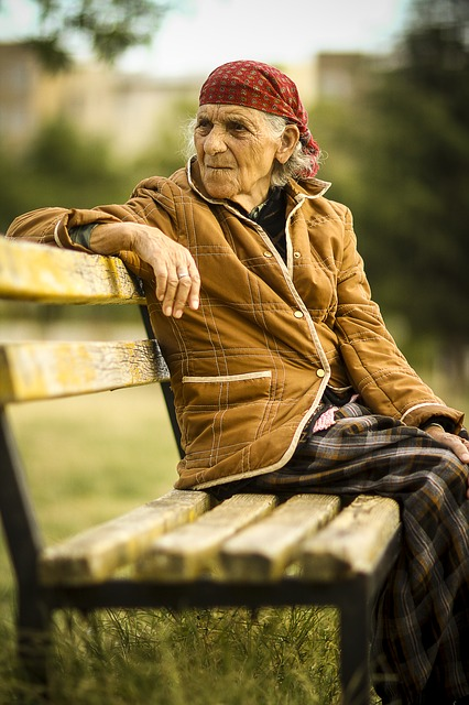 elderly-811756_640